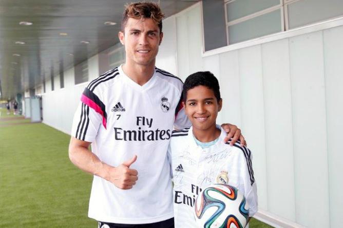 Cristiano-Ronaldo-recibe-Abbidine-Valdebebas
