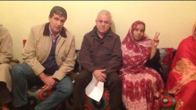 El consejero de Cooperación Internacional del Cabildo de Gran Canaria, Carmelo Ramírez y el teniente alcalde de la capital grancanaria Javier Doreste visitan a familiares de presos políticos saharahuis.