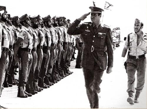 Juan Carlos de Borbón en su visita a El Aaiún, el 6 de noviembre del 1975. / Archivo Sahara Gasteiz